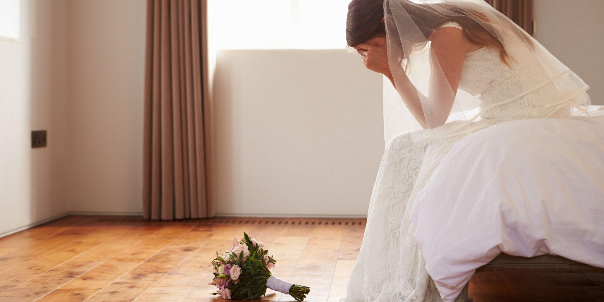 Sposo tradisce moglie con testimone di nozze