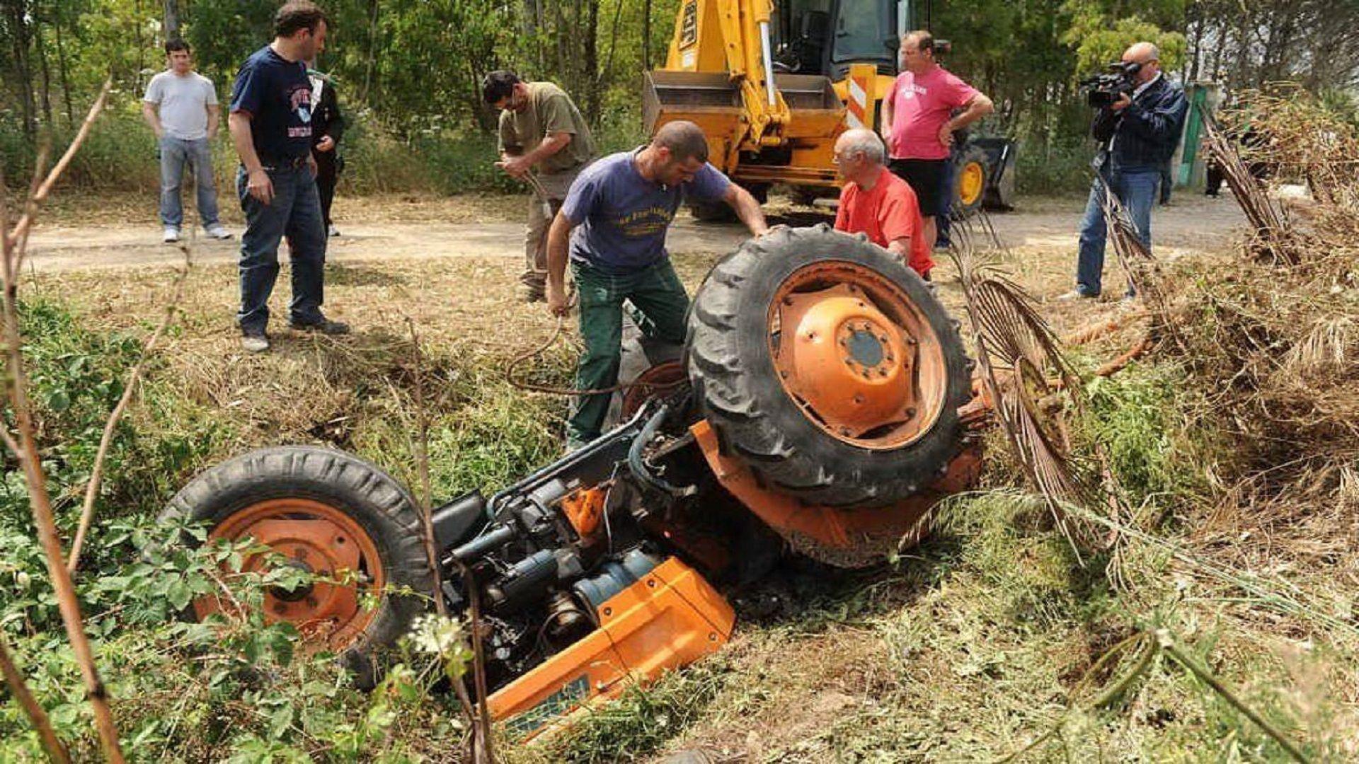 Trattore si ribalta a Lugnacco: trattore si ribalta: ex sindaco grave