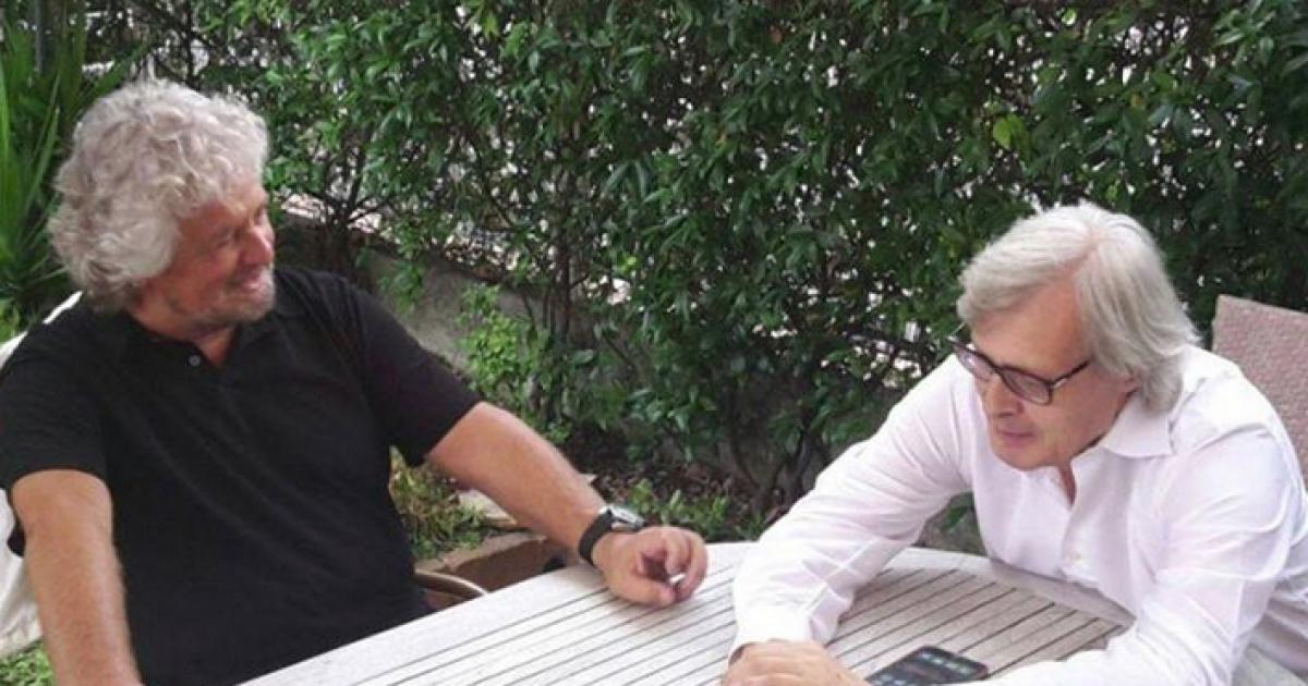 Beppe Grillo e Vittorio Sgarbi discutono a Finale Ligure